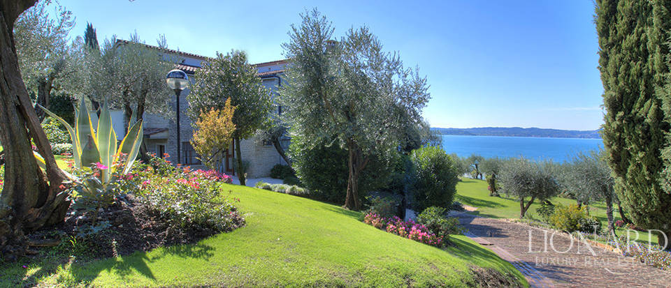 Villa for sale in Sirmione Image 11