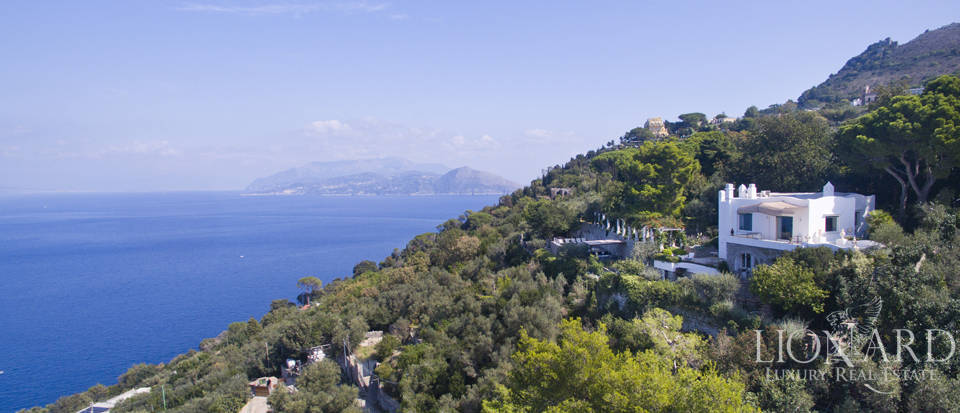 Luxurious villa for sale on the island of Capri Image 1