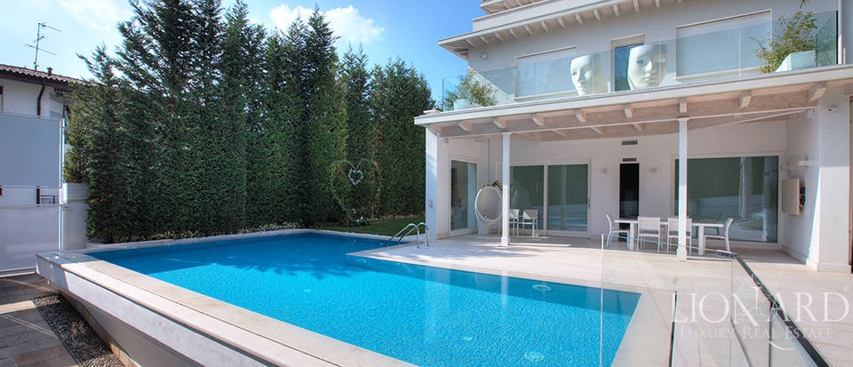Villa for sale in the Franciacorta area Image 3