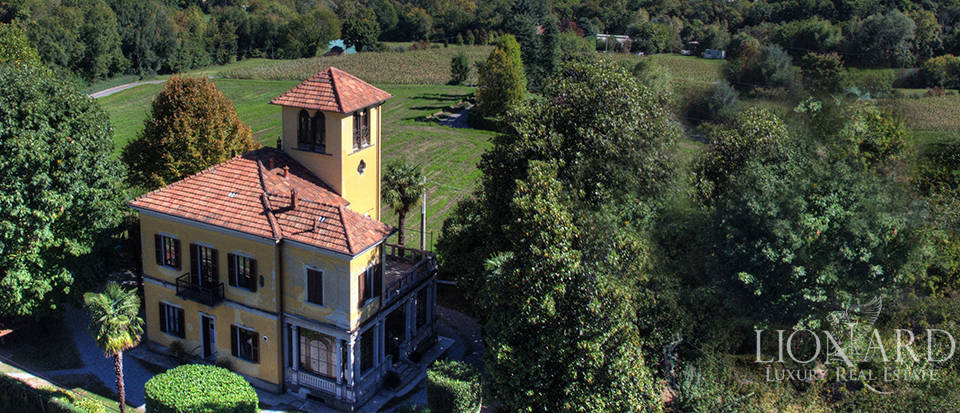 historicacl villa for sale near como
