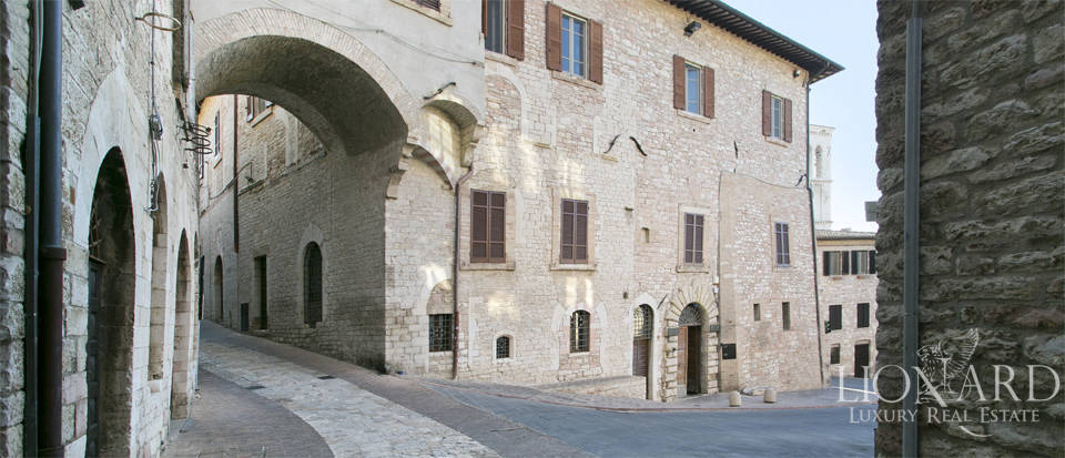 Wonderful historical estate for sale in the heart of Assisi in Umbria Image 68
