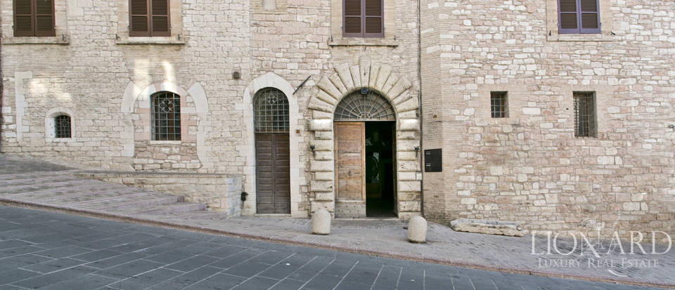 Wonderful historical estate for sale in the heart of Assisi in Umbria Image 70