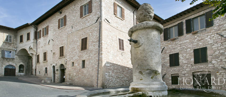 Wonderful historical estate for sale in the heart of Assisi in Umbria Image 74