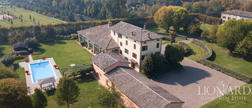 Villa with swimming pool in Parma