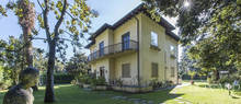 villa with outbuilding for sale in forte dei marmi