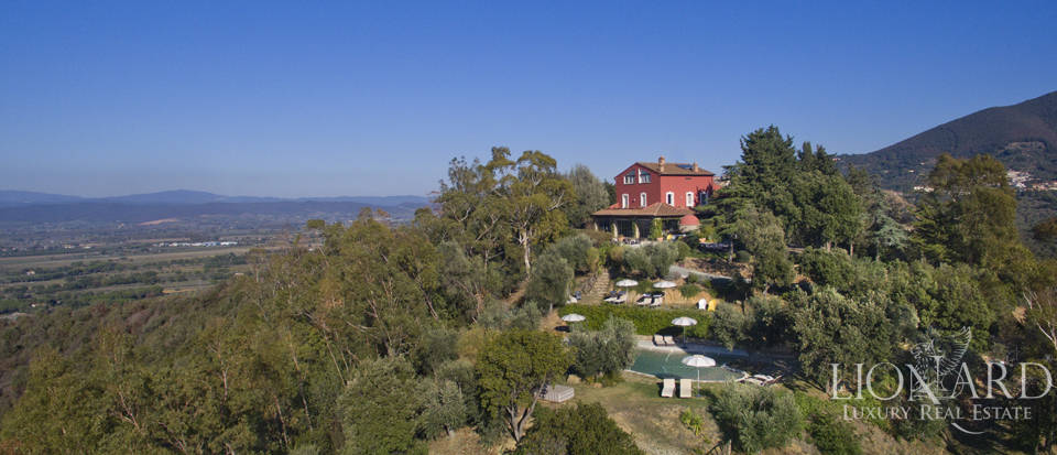 Luxury villa with swimming pool in Maremma Image 2