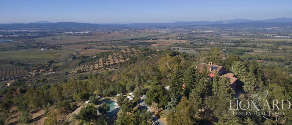 Luxury villa with swimming pool in Maremma Image 3