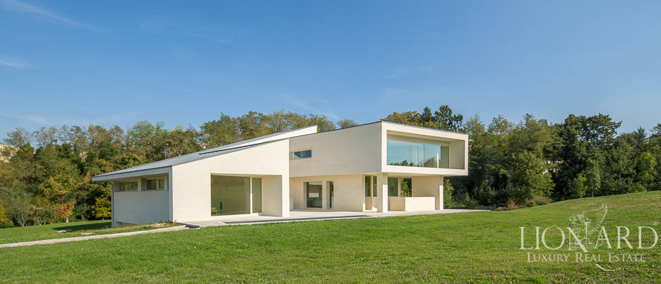 Modern luxury home for sale in Bologna Image 3