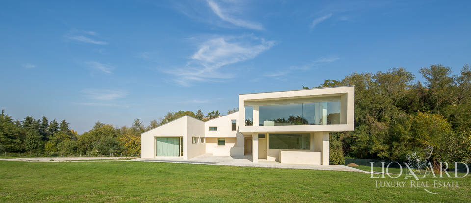 Modern luxury home for sale in Bologna Image 5