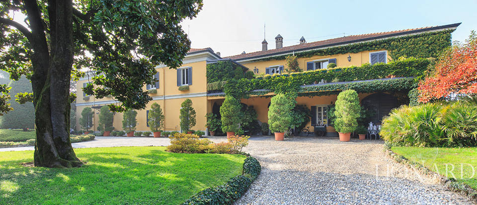 Historical villa for sale in the province of Lecco Image 16