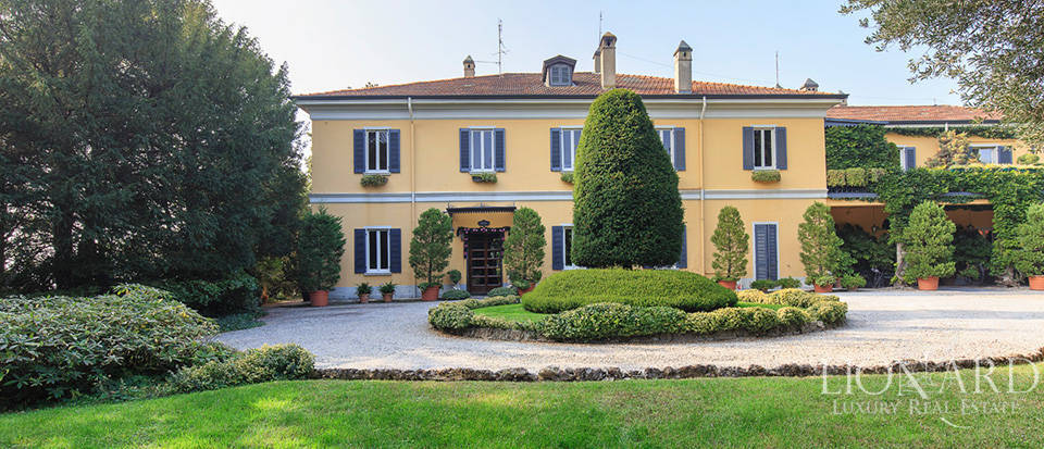 Historical villa for sale in the province of Lecco Image 14