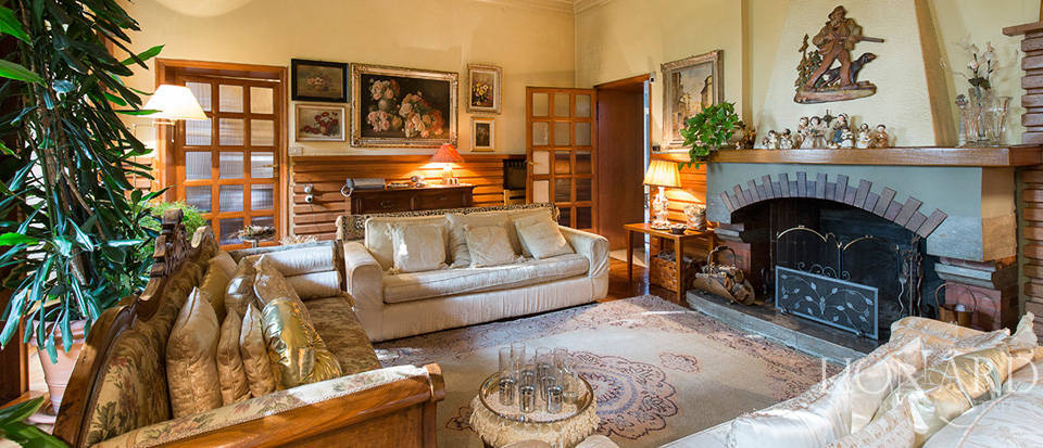 Historical villa for sale in the province of Lecco Image 27