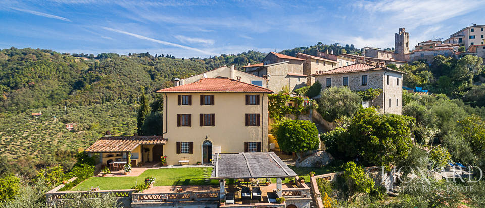 villa with a panoramic view for sale in lucca