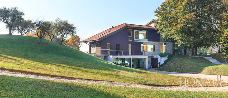 Luxurious villa for sale by Lake Maggiore Image 18