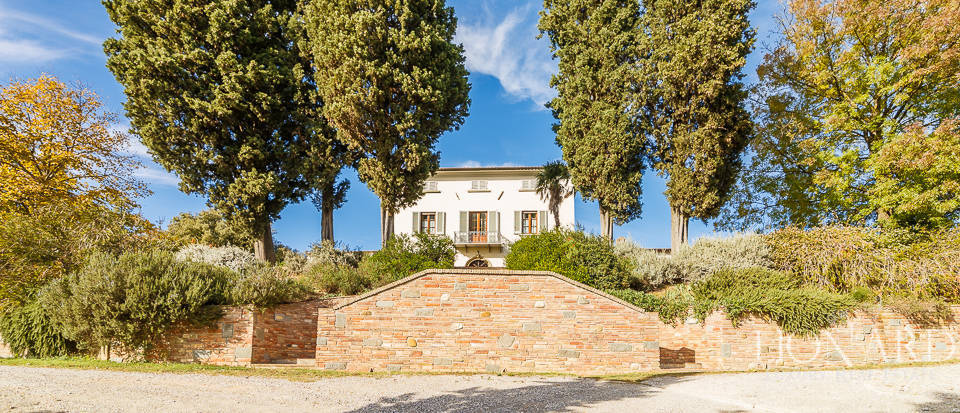 Villa for sale in Tuscany Image 7