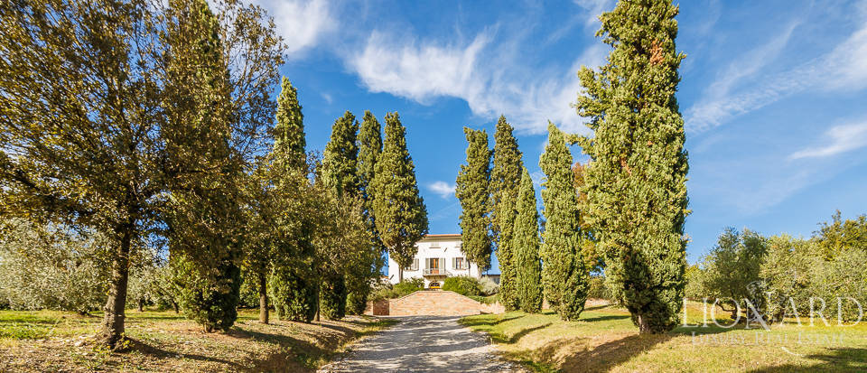 Villa for sale in Tuscany Image 5