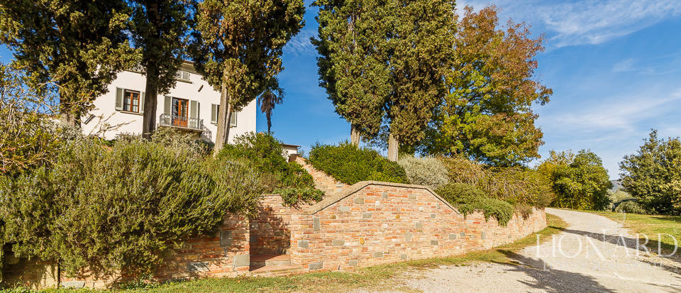 Villa for sale in Tuscany Image 9