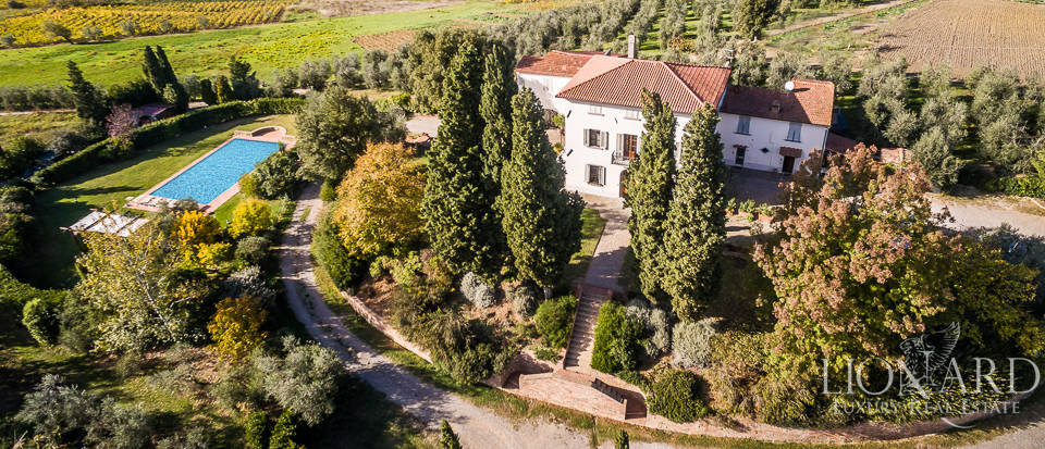 Villa for sale in Tuscany Image 1