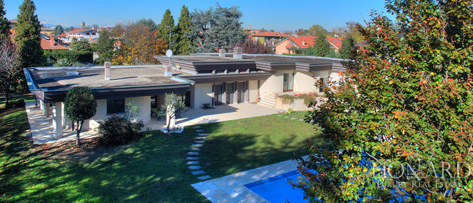 Modern villa with swimming pool for sale near Milan Image 1