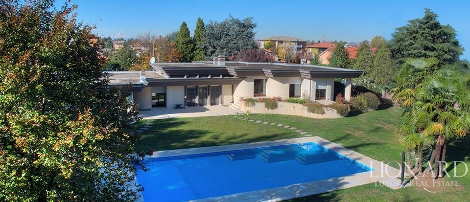 modern villa with swimming pool for sale near milan