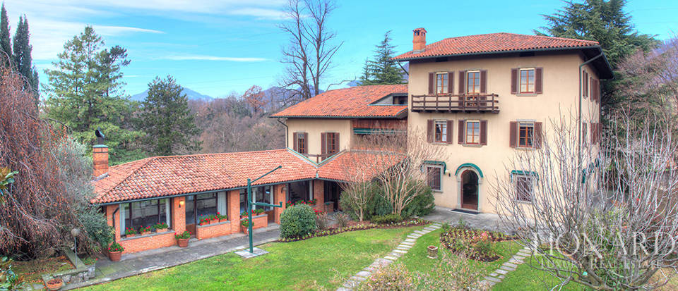 Villa for sale in the province of Bergamo Image 1
