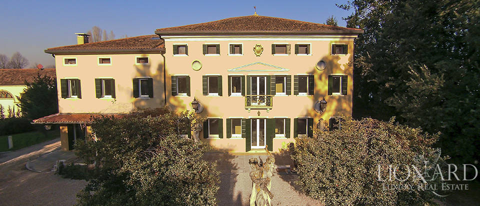 Historical villa for sale in Venice Image 45
