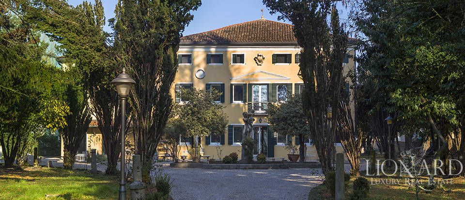 Historical villa for sale in Venice Image 1
