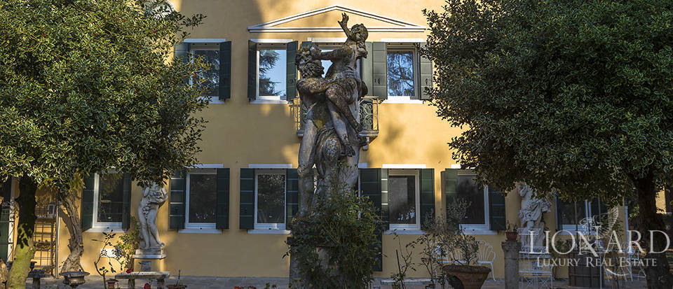 Historical villa for sale in Venice Image 19