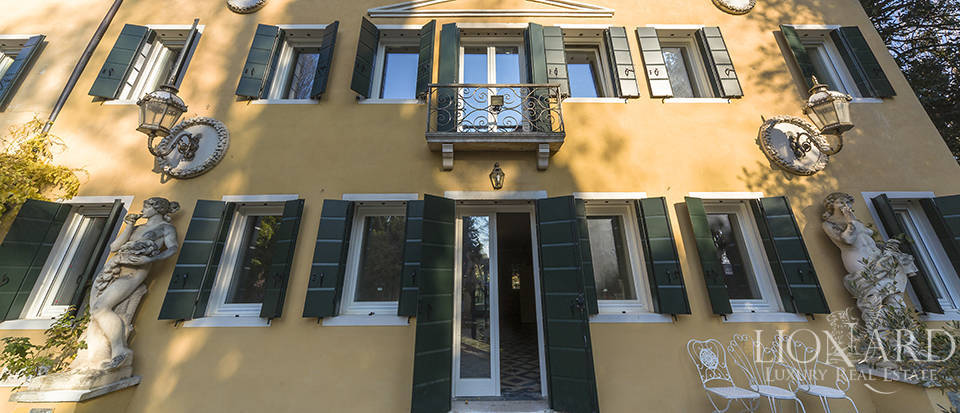 Historical villa for sale in Venice Image 14