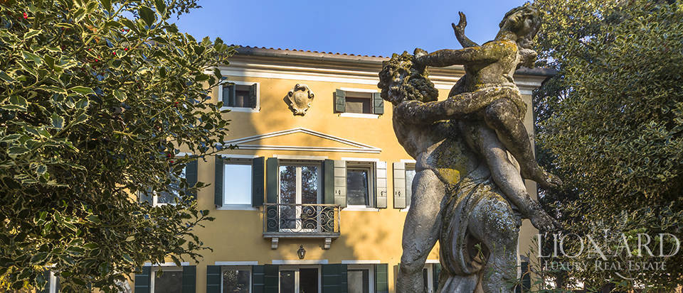 Historical villa for sale in Venice Image 15