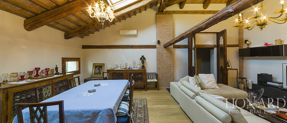 Historical villa for sale in Venice Image 24