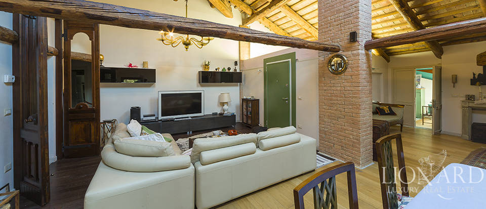 Historical villa for sale in Venice Image 25