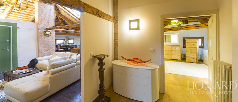 Historical villa for sale in Venice Image 27