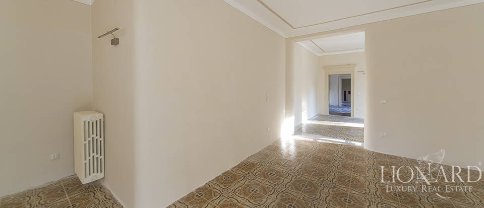 Historical villa for sale in Venice Image 40