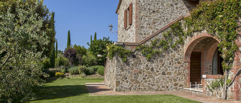 Tuscan farmhouse for sale near Siena Image 45