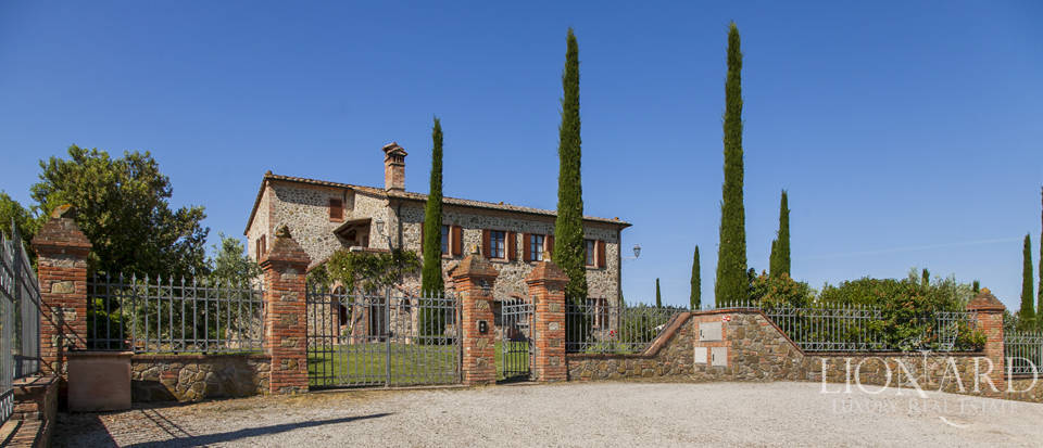 Tuscan farmhouse for sale near Siena Image 18