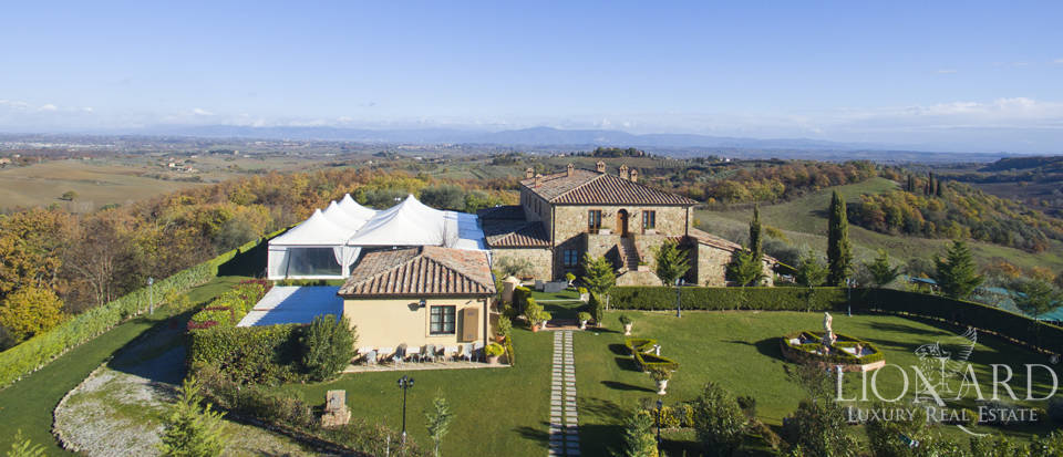 Hotel with swimming pool for sale in Tuscany Image 1