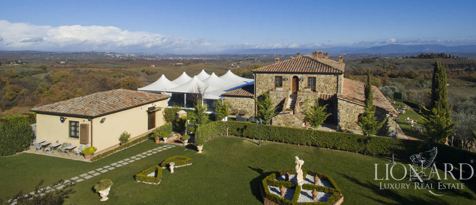 Hotel with swimming pool for sale in Tuscany Image 3