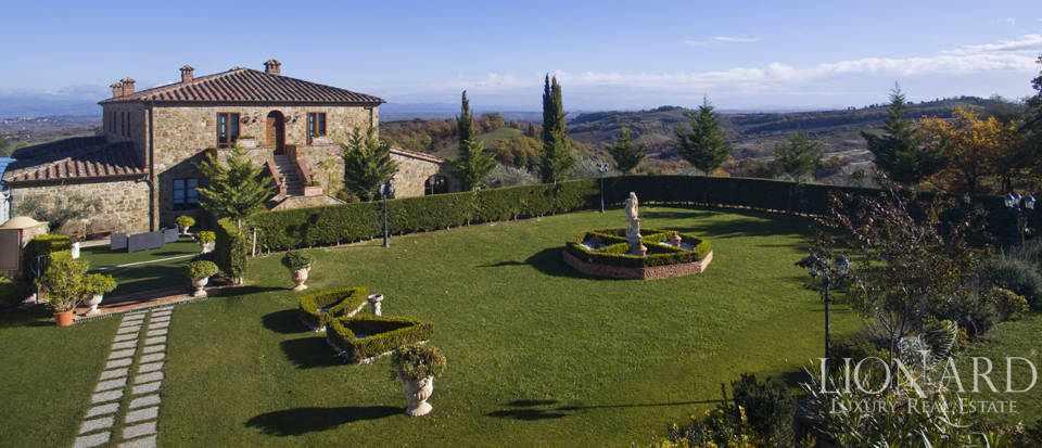 Hotel with swimming pool for sale in Tuscany Image 5