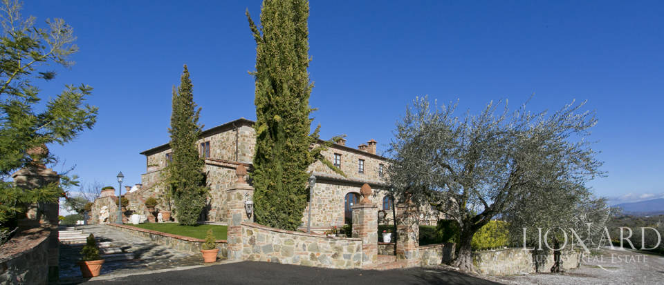 Hotel with swimming pool for sale in Tuscany Image 6