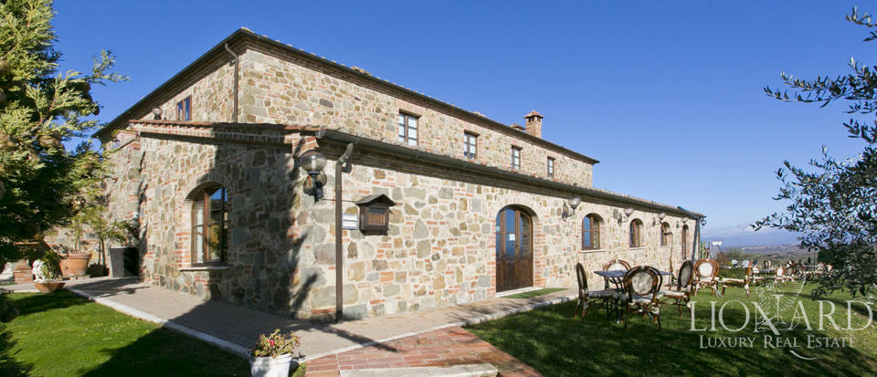 Hotel with swimming pool for sale in Tuscany Image 7