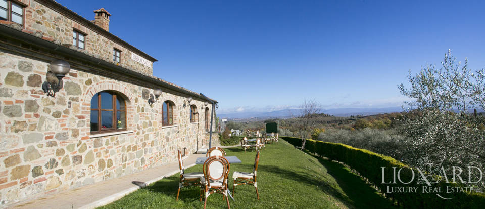 Hotel with swimming pool for sale in Tuscany Image 8