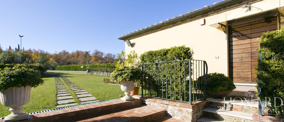 Hotel with swimming pool for sale in Tuscany Image 14