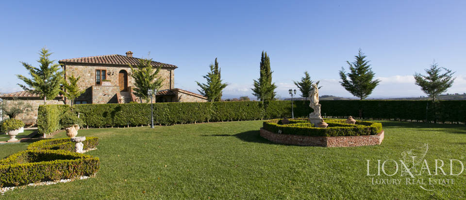 Hotel with swimming pool for sale in Tuscany Image 16