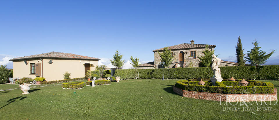 Hotel with swimming pool for sale in Tuscany Image 17