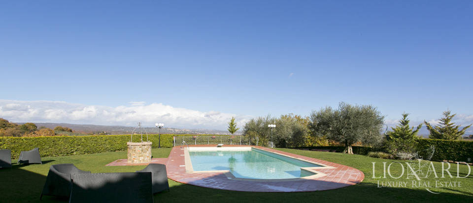 Hotel with swimming pool for sale in Tuscany Image 21