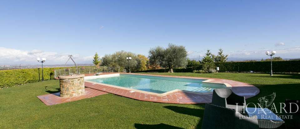 Hotel with swimming pool for sale in Tuscany Image 22