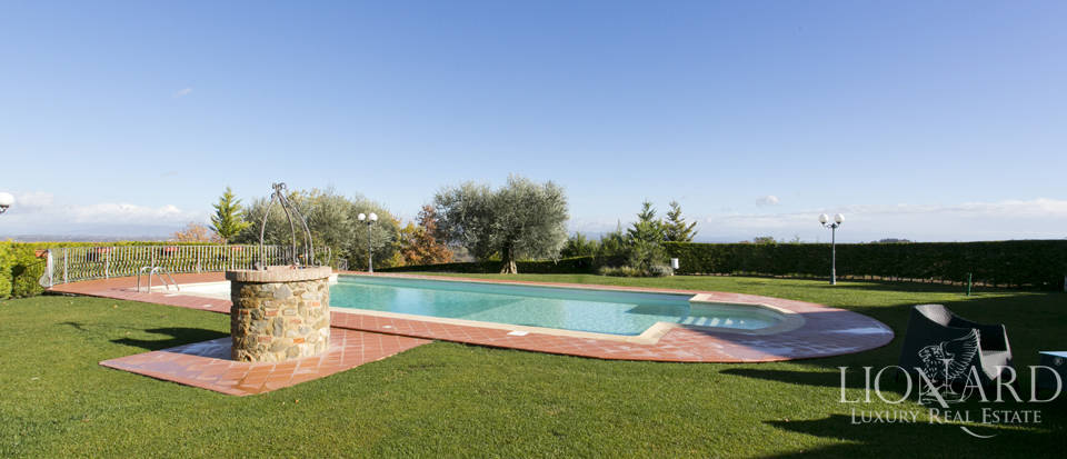 Hotel with swimming pool for sale in Tuscany Image 23
