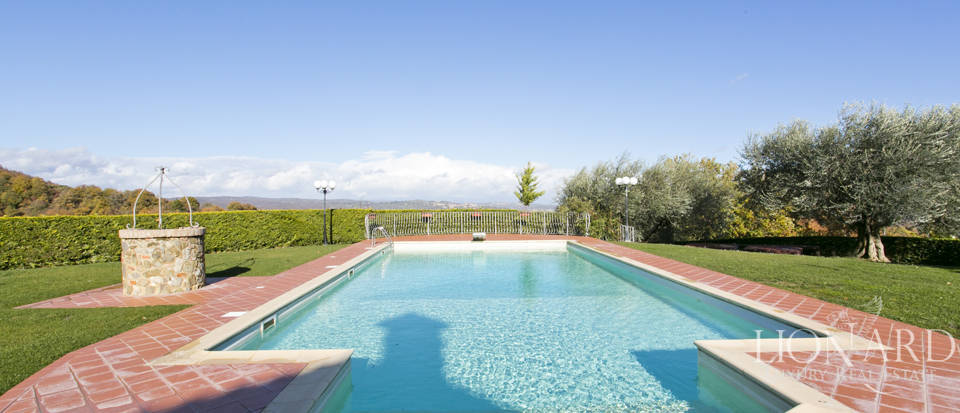 Hotel with swimming pool for sale in Tuscany Image 24