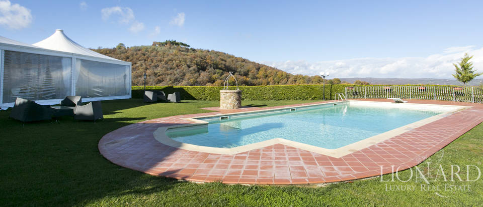 Hotel with swimming pool for sale in Tuscany Image 25